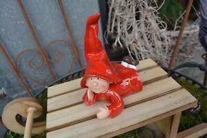 Schöne Deko Figur - Wichtel rot auf dem Bauch liegend - NEU
