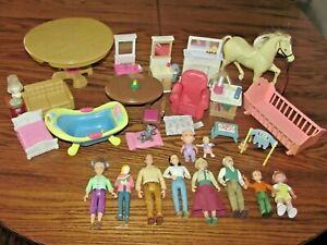 VINTAGE LOT OF FISHER PRICE LOVING FAMILY DOLLHOUSE PEOPLE & FURNITURE & HORSE