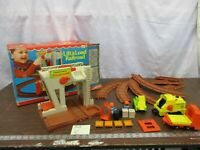 Fisher Price Little People Play 943 Lift Load Railroad Construction Depot  C lot