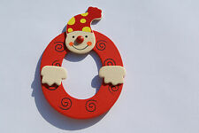 Lettre prenom de porte clown en bois O ROUGE, décoration de porte **
