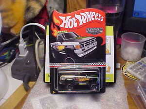 Hot Wheels 2017 ZAMAC Mail In 1987 Toyota Pickup with Real Riders