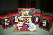 Hallmark 1993 Bearingers 5 pc Ornament & Display Set Fireplace Mama Dad Sis Bro