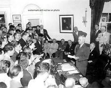 "President Truman announces Japan's Surrender 8""x 10"" World War II Photo #143"