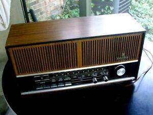 Vintage Grundig Model RF121U AM / FM Table Radio Austria RF121