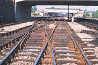 PHOTO  VIEW ALONG THE TRACK TOWARD NEWBURY RAILWAY STATION 1975