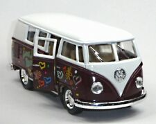 NEU: VW Bus Bulli T1 (1962) 1:32 dunkelrot mit Hippie-Aufdruck von Kinsmart