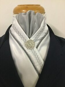 HHD WHITE SATIN SHOW HORSE STOCK TIE, Double Piping Chain Embroidery-Free Pin