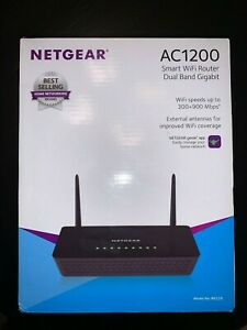 NETGEAR AC1200 Smart WiFi Router Dual Band Gigabit R6220 cables included