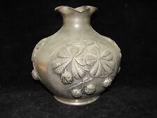 Joli ancien vase en étain décor marronnier, Achezal