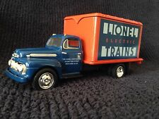 Eastwood-1951 Ford F-6 Truck, Lionel Electric Trains Die Cast. Limited Edition