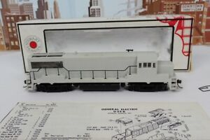 Stewart Hobbies HO No.7400 Undecorated GE U25B Diesel Engine With Kato Chassis
