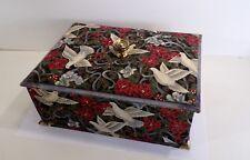 Boîte ancienne mercerie, range boutons doublée tissu colombes fleurs, couture