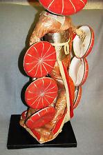 Große alte Asiatische Geisha Puppe auf Lackholzsockel