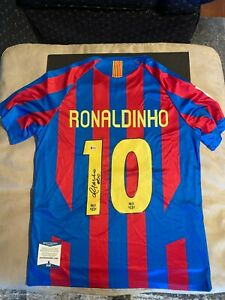 Ronaldinho Signed FC Barcelona Jersey Auto.  Beckett Authenticated