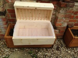XL Rabbit Hay Rack with Litter Tray