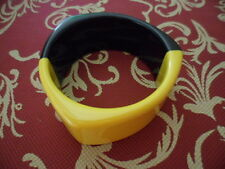 RETRO VINTAGE BLACK and YELLOW MOD GEOMETRIC LARGE MODERNIST RESIN BANGLE