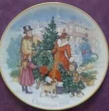Avon 1990 Christmas Plate Bringing Christmas Home 22k Gold Trim