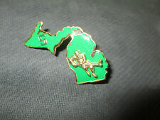 NCAA- MICHIGAN STATE SPARTANS S 3D SKATER/STATE LOGO HOCKEY PIN