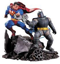 DC Collectibles IL CAVALIERE OSCURO restituisce SUPERMAN VS BATMAN Figura Azione Statua
