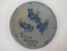 """Hand Made Rowe Pottery Works """"Three French Hens"""" Decorative Plate, 6 1/3"""" D"""