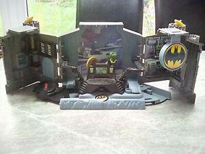 Batman playset with dinosaur DC Comics