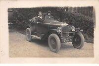 Transports - n°63778 - Automobile - Hommes dans une voiture - Carte photo