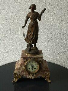 Fileuse Par Chauvis - Französische Kamin Uhr 19. Jahrhundert