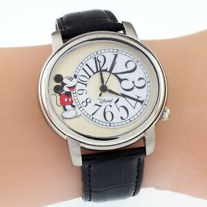 2006 Disney Shareholder Mickey Mouse Watch w/ Original Box Nice