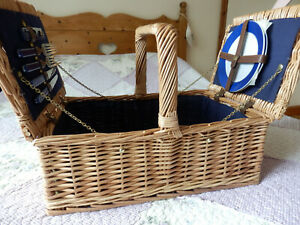 Fantastic 2 person large size wicker picnic basket / hamper with twin lids