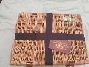 LOVELY Meduim largeStunning Wicker HAMPER/STORAGE basket with lid,leather straps