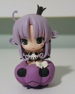 BLAIR SOUL EATER FIGURINE SITTING ON PURPLE PUMPKIN HALLOWEEN 7CM