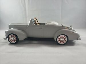 Diecast -1/24 Gearbox Collectible 1940 Ford Pedal Car Coin Bank Gray