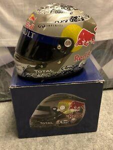 Sebastian Vettel Abu Dhabi 2010 Red Bull 1:2 Helm Helmet Casque F1 Formel 1 NEU