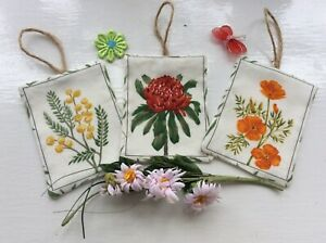 SET OF 3 LAVENDER FILLED BAGS SACHETS HANGING DECORATIONS FLOWER FABRIC GIFTS