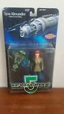 BABYLON 5 LYTA ALEXANDER WITH GLOVES ACTION FIGURE & green micro transport ship