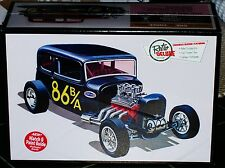 AMT 1932 Ford Victoria LiL' Viky  3 in 1 Drag, Custom, Stock model kit 1/25
