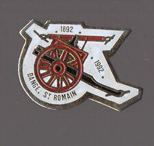 Pin's pompier / Lance à eau ancienne - Dange Saint Romain (Vienne)