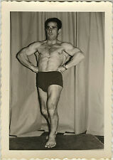PHOTO ANCIENNE - VINTAGE SNAPSHOT -HOMME TORSE NU MUSCLE MUSCULATION DRÔLE-MAN 2