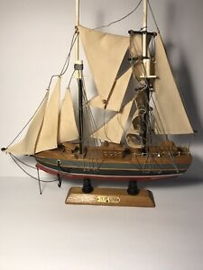 VINTAGE BLUE NOSE SCHOONER  MODEL SHIP  * Free Shipping*