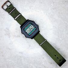 Reloj Casio Classic Iluminador en una correa de nylon verde oliva, W-86 -1 VQES de la OTAN