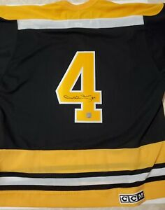 Autographed  bobby orr jersey ( great north road Coa). Authentic replica.