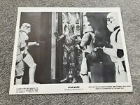 STAR WARS - PRESS STILL / LOBBY  SW-K-40, Stormtroopers discover CP30 & R2D2.