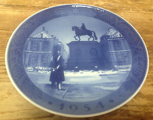 Royal Copenhagen 1954 Christmas Plate Danish Amalienborg Slot Palace 2nd RC Blue