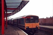 PHOTO  1987 A CLASS 150 OFFLOADS PASSENGERS AT LINCOLN CENTRAL RAILWAY STATION