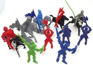 MARX TOYS (?) - GROUP OF 10 KNIGHTS OF THE ROUND TABLE - PLUS 5 HORSES