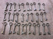 n° 37.  Lot 30 clés anciennes de porte serrure clef / déco Clef table de mariage