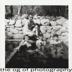 FOUND PHOTO Original BLACK and WHITE Snapshot PHOTOGRAPHY Free Shipping DD 83 28