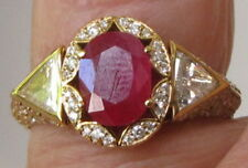 STUNNING 18KT YELLOW GOLD 1.72 CARAT RUBY & DIAMOND ENGAGEMENT RING 3 STONE