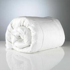 Couettes en 100% polyester pour le lit