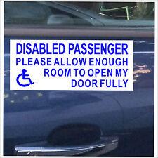 Passeggero disabile si prega di consentire spazio sufficiente aprire la mia porta fully-sticker-bw